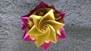 origami flor amarilla